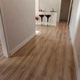 colocação de piso laminado imitando madeira Aclimação