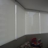 colocação de sala com cortina rolo Região Central