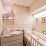 cortina romana quarto bebê