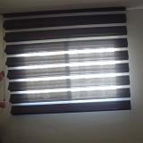 instalação de cortina rolo na sala Pompéia