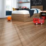 piso laminado de madeira Chora Menino