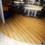 piso vinílico comercial